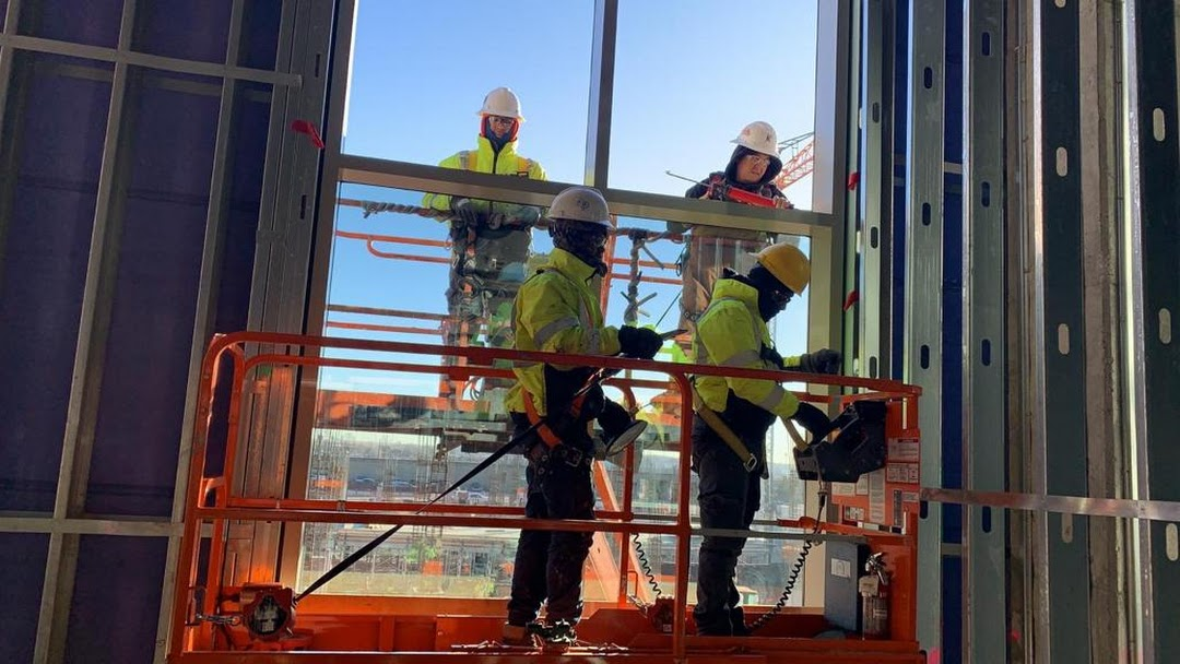 Get quality service by glazier construction company hongkong